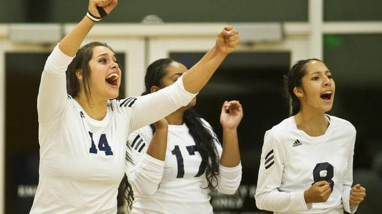 UC Merced volleyball claims first victory over Menlo